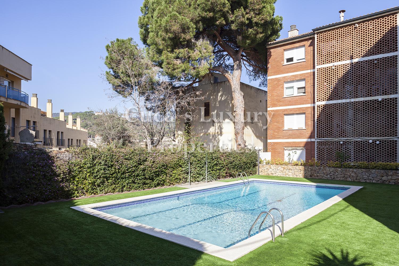 Centrico, zona comunitaria con piscina y fronto – Llavaneras