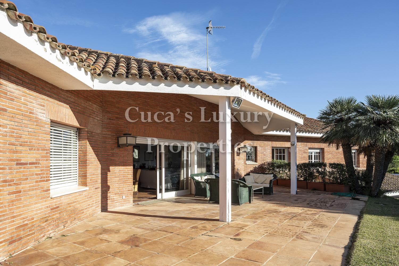 En alquiler, fantástica villa con  piscina y casa de invitados en San Vicente de Montalt.
