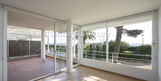 En venta en Llavaneras, fabuloso piso con gran terraza en la primera linea.