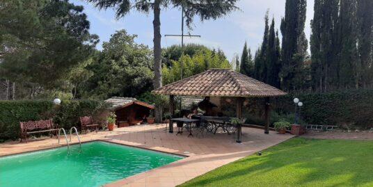 Bonita, cómoda y con vistas, gran jardín con piscina